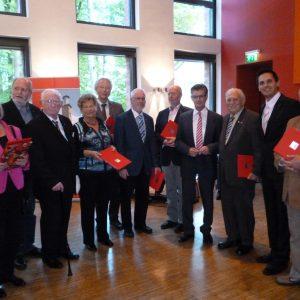 Ein Teil der Jubilare gemeinsam mit Norbert Römer, Vorsitzender der SPD Landtagsfraktion, und Timo Schisanowski, Vorsitzender der SPD Hagen