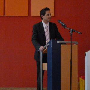 Timo Schisanowski bedankt sich als Vorsitzender der Hagener SPD bei den Jubilaren für Ihre langjährige Treue zur SPD