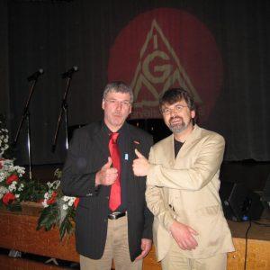 Gerold Vogel und René Röspel (von links) rufen zur Teilnahme an der Europawahl auf.
