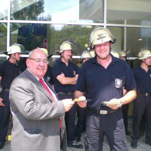 Jochen Weber im Gespräch mit der Hagener Feuerwehr